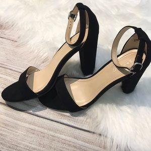 Bamboo vegan suede heels size 9